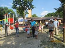Oficjalny moment otwarcia placu zabaw przez Burmistrza Lubska i Sołtysową Chocicza.