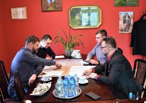 rozmowy Burmistrza Lubska z inwestorami z Gozdnicy dot. produkcji dachówek